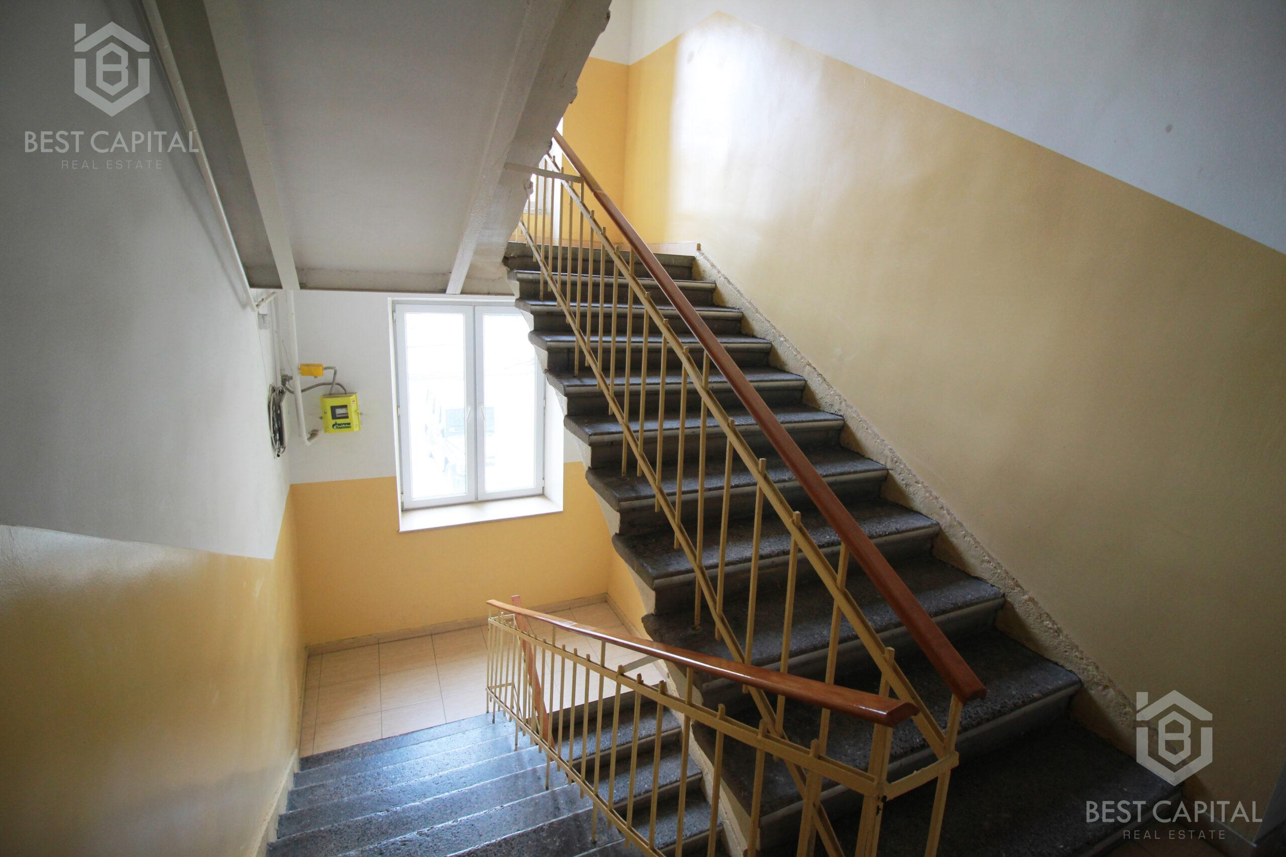 Կապիտալ վերանաորոգված, Գեղեցիկ կահավորված և բաց պատշգամբով բնակարան KN073