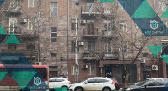 Լիովին կահավորված բնակարան կենտրոնում / Fully Renovated and Furnished Apartment
