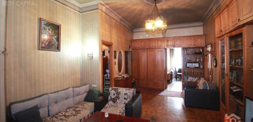 Բնակարան Եզնիկ Կողբացու փողոցում, Օպերայի հարևանությամբ