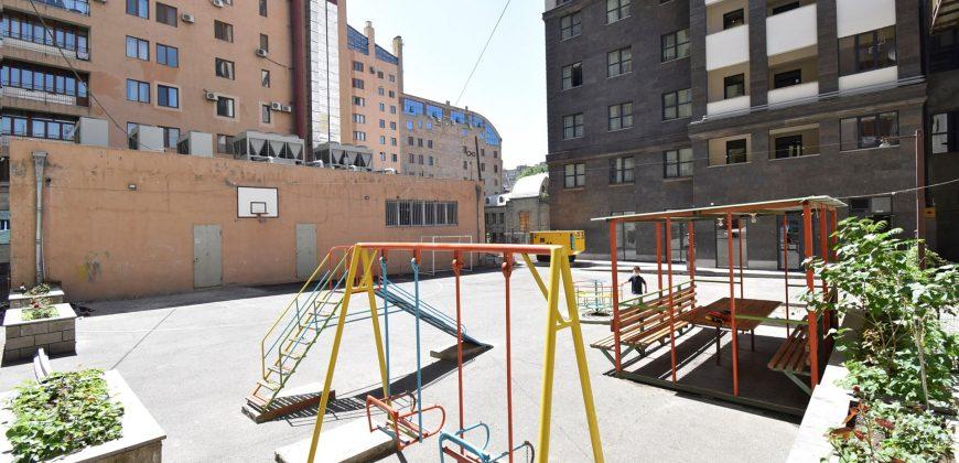 Բնակարան Եզնիկ Կողբացու փողոցի նորակառույց շենքում