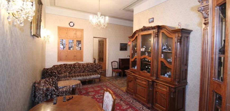 Բնակարան Ալեքսանդր Սպենդարյանի փողոցում, Օպերայի հարևանությամբ