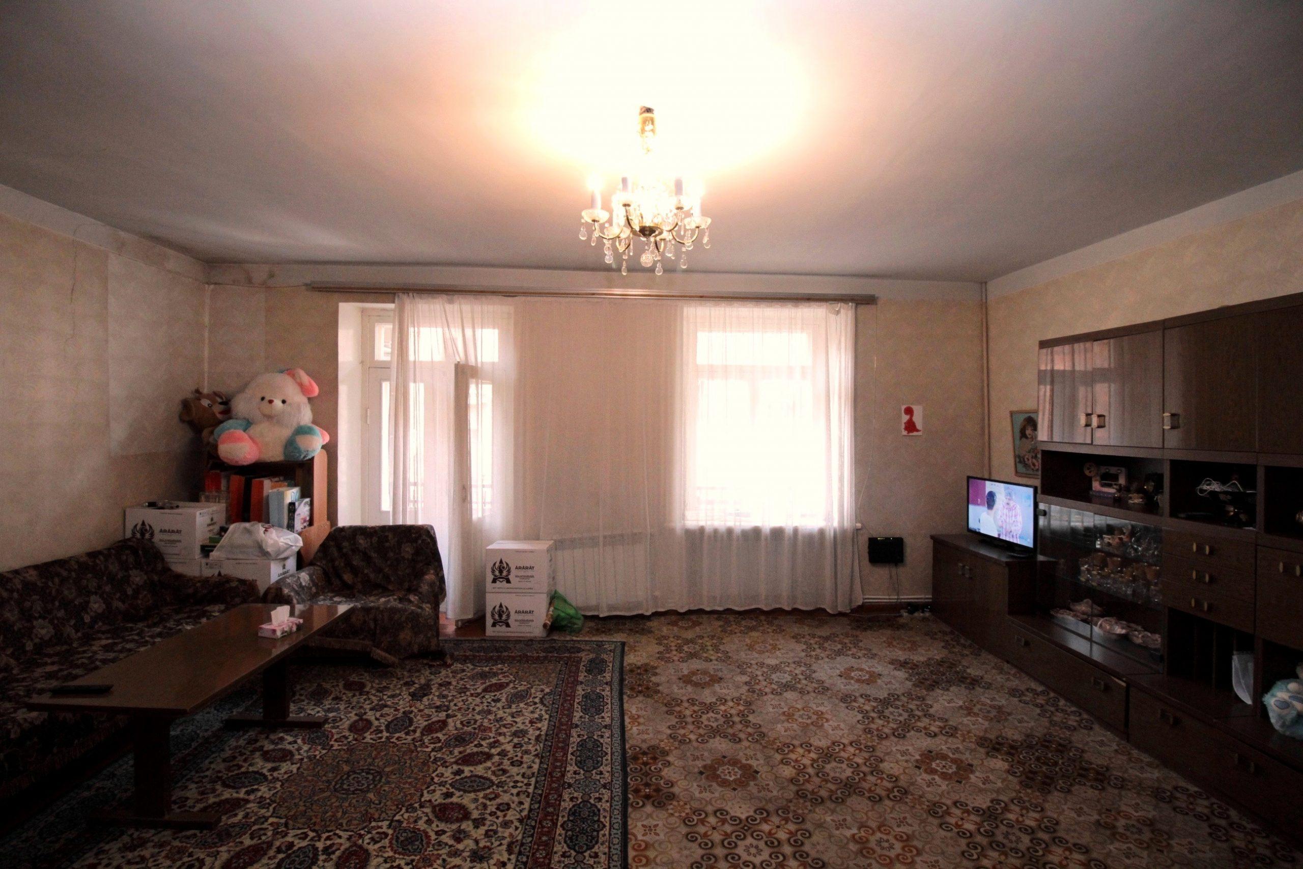 Բնակարան Մեսրոպ Մաշտոցի պողոտայում, Օպերայի հարևանությամբ