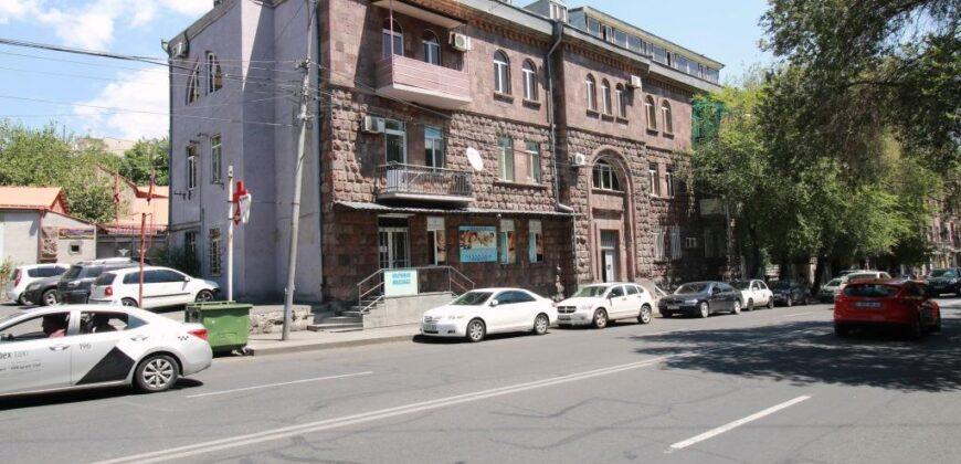 Բնակարան Պարոնյան փողոցում
