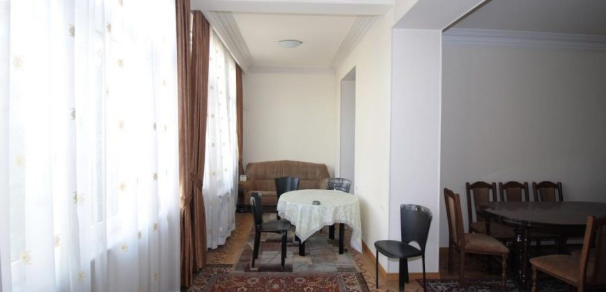 Բնակարան Չարենց փողոցում